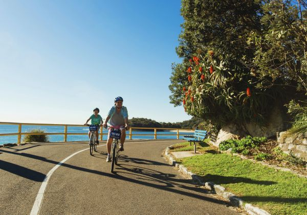 Cycling from Shelly Beach to Manly on Sydney's Northern Beaches