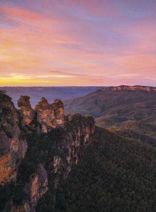 Three Sisters - Sunrise over Jamison Valley, Blue Mountains